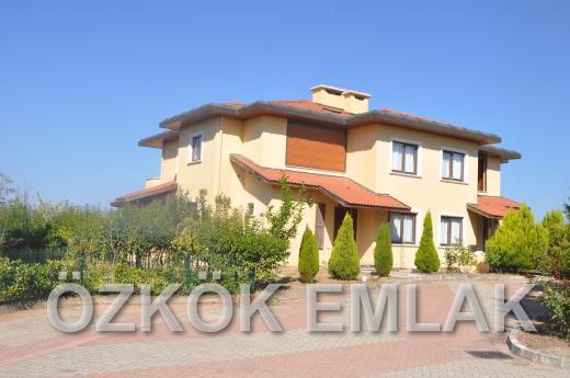 Akköy'de Site İçerisinde Harika Bir Villa