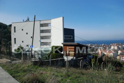 Karamürsel'de Satılık Lüks Triplex Villa