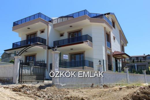 Özden Mahallesinde İkiz Villa Tarzında Satılık Villa