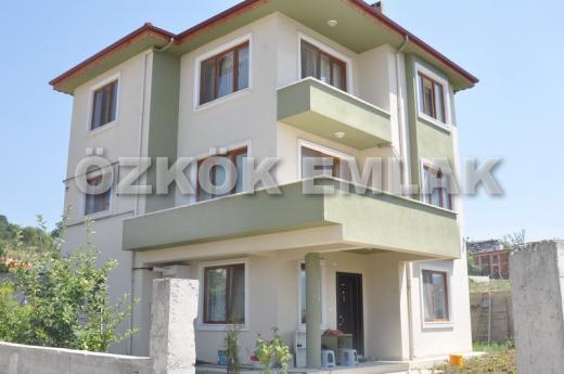 Özden Mahallesinde Lüx Triplex Villa