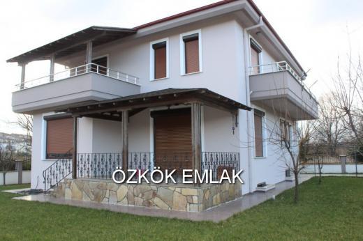 Özden Mahallesinde Satılık  Villa