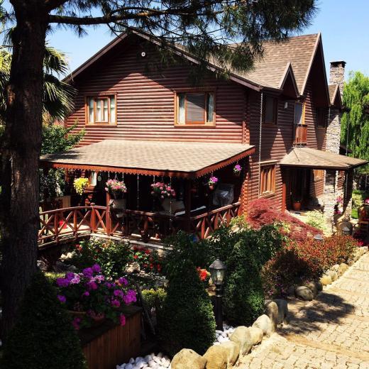 Safran'da muhteşem bahçeli lüks villa
